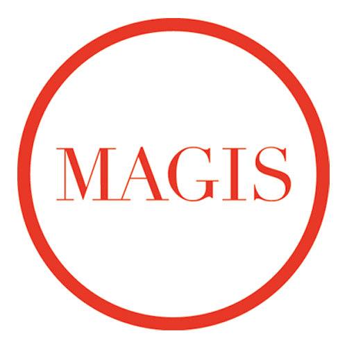 MAGIS/マジス CyborgClub/サイボーグクラブ チェア 1976年創業のイタリアの家具ブランド。「日常の製品にこそ、優れたデザインを」をテーマに、新しい変化をもたらす商品を次々と発表。世界70ヵ国に発信されるその斬新なプロダクトは、世界中で数多くの賞を受賞するなど、高く評価されています。