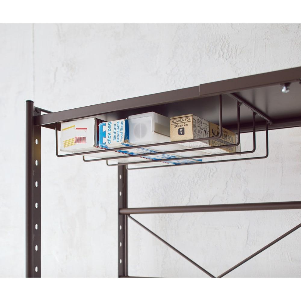 レンジ上を活用できる伸縮キッチンラック 1段(高さ50cm) 幅82~120cm ラップやホイルの収納に便利です。