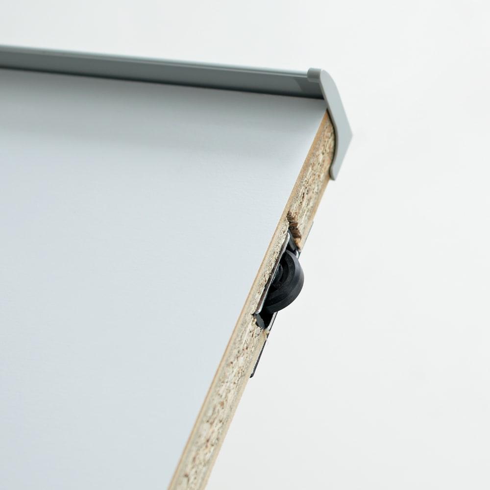 マンションにもぴったり引き戸式壁面収納本棚 扉 幅75奥行25cm スーッとラクに開く扉 ローラー仕様の引き戸で、引っ掛かることなくスムーズに開閉できます。