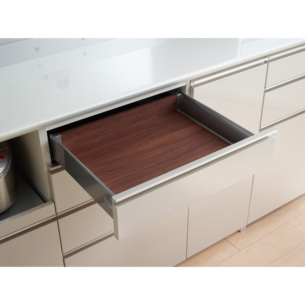 モダンキッチン 幅100奥行45高さ203cm 引出しの中は内部化粧仕上げなので食器やカトラリー類を清潔に保ちます。