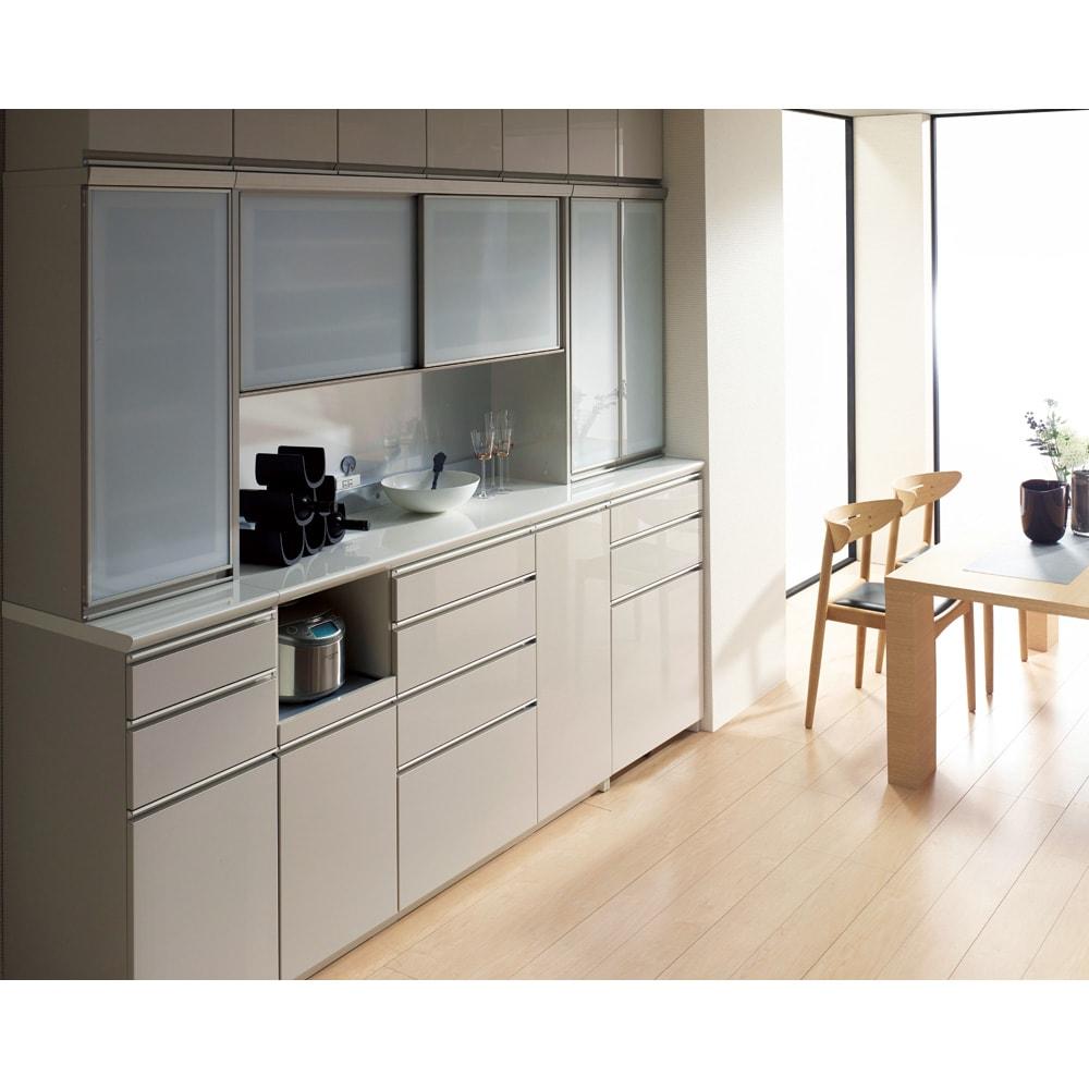 モダンキッチン食器棚 幅80奥行45高さ214cm 設置イメージ ※シルキーアッシュ