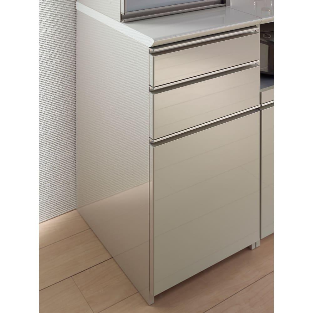 モダンキッチン食器棚 幅60奥行50高さ203cm 引出しはドイツの高級金具メーカーヘティヒ社製の『イノテック』を採用。安定した滑らかな動きと抜群の耐久性があります。