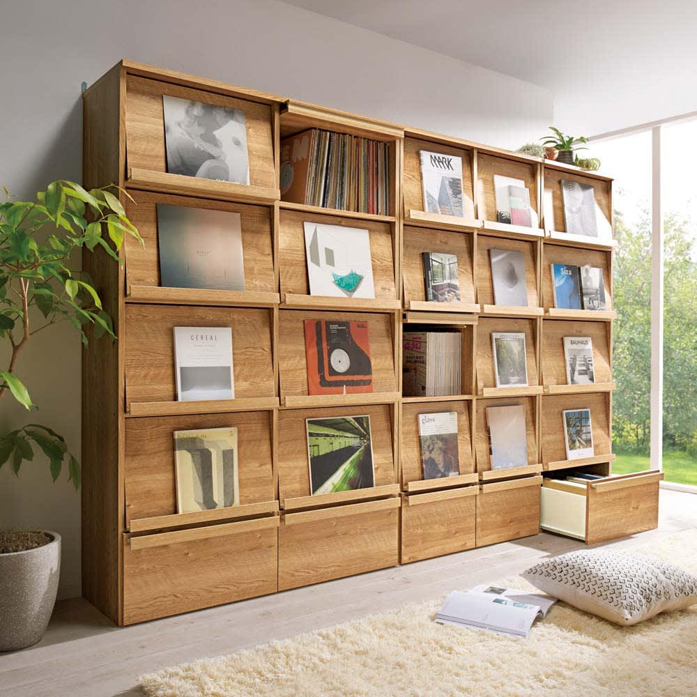 天然木調ディスプレイブックシェルフ 幅90cm コーディネート例(ア)ブラウン