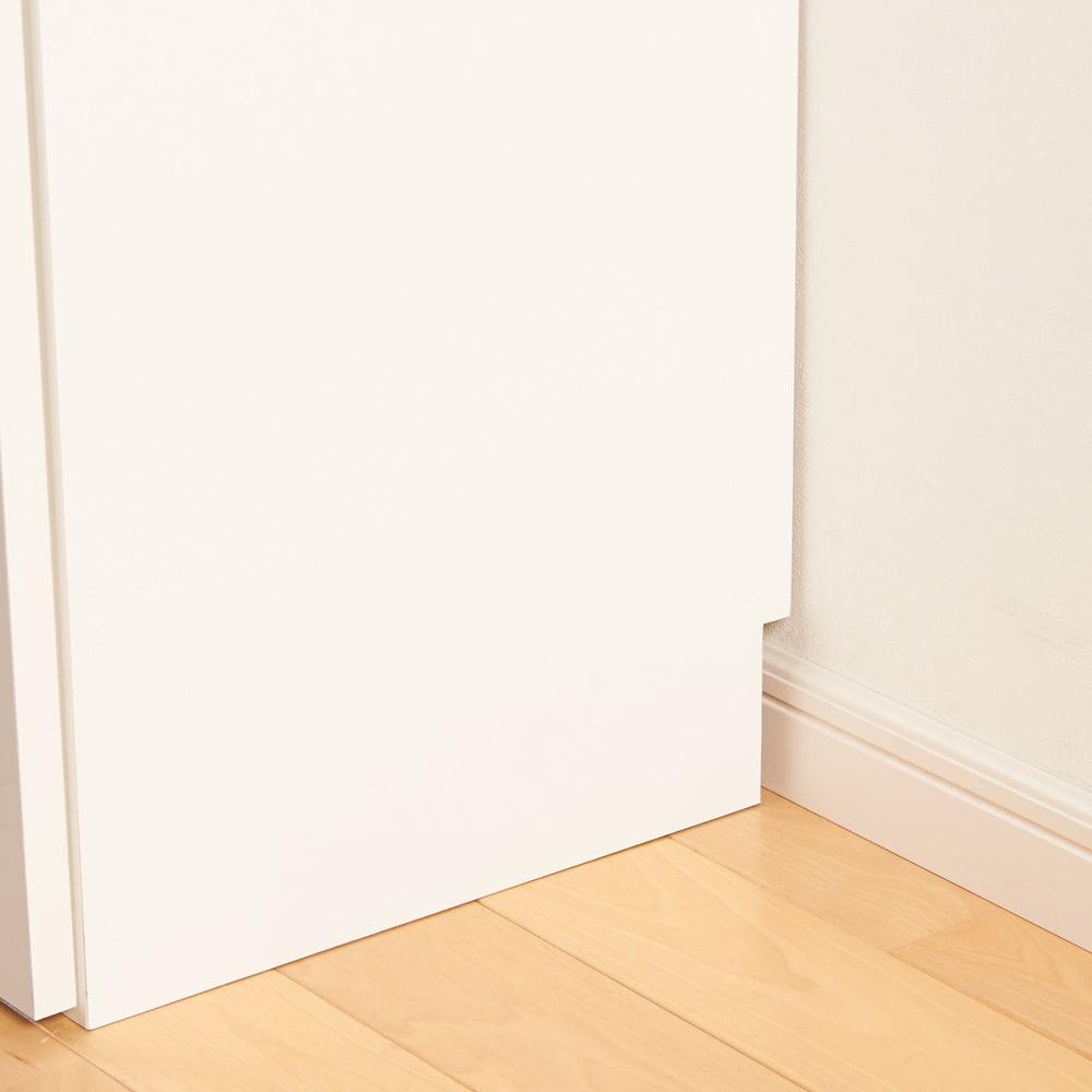 1cmピッチ&段違いで使える ハーフ棚板たっぷりリビング収納庫 チェスト 幅木カット(10×1cm)で壁にぴったり設置できます。