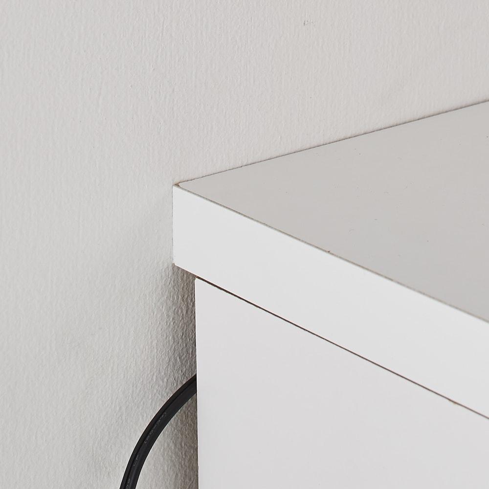 掃除機もしまえる引き戸本棚 幅80cm ハイタイプ 天板が少し長くなっているのでコードを後ろにも通せます。