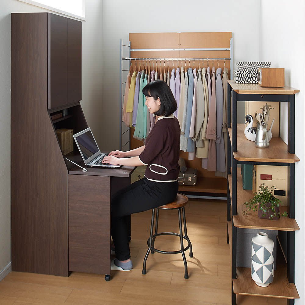 天然木調プリンター収納ライティングデスクシリーズ ロータイプ・幅60.5cm 使用イメージ ※写真はハイタイプです。