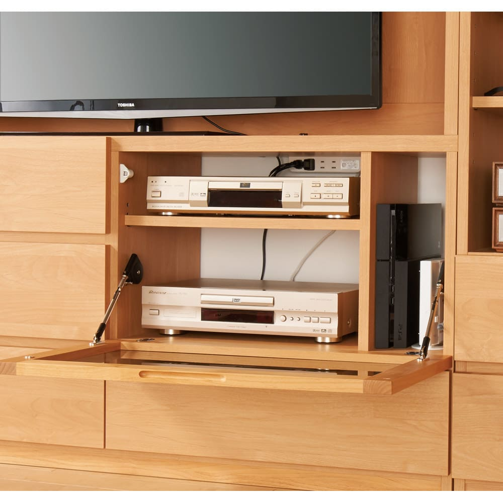 小さなリビングにきちんとおさまるコンパクト壁面収納 収納庫 テレビ台 幅170cm 【デッキ類の収納も充実】デッキを2台のほか、タテ型のルーターやゲーム機器も収納可能。