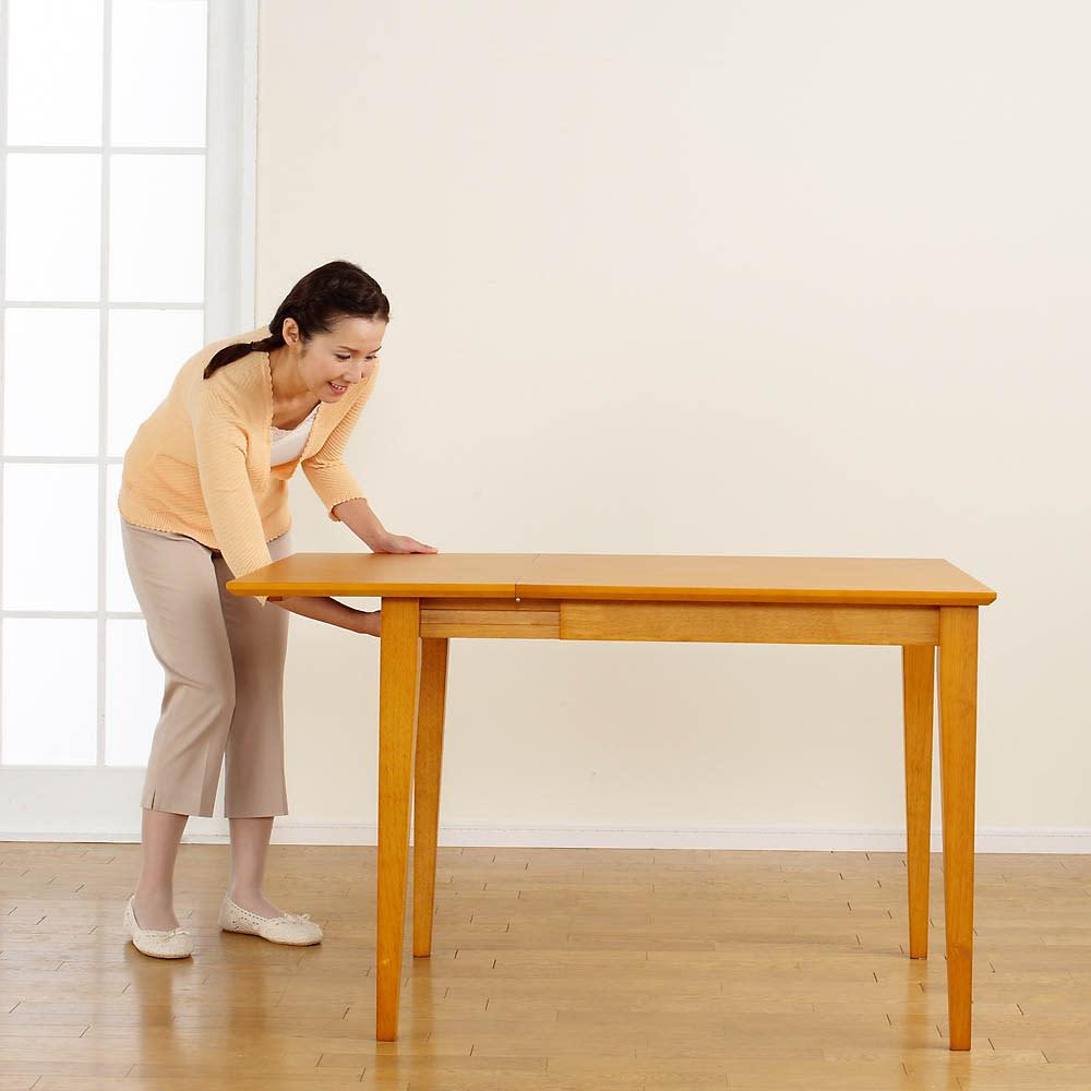 バタフライ伸長式ダイニング 3点セット(バタフライテーブル幅75~120cm+チェア2脚組) 【伸長方法2】天板を持ち上げながら脚部を引出します。