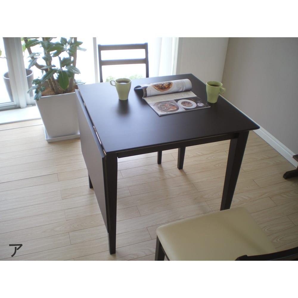 バタフライ伸長式ダイニング 5点セット(バタフライテーブル幅120~165cm+チェア2脚組×2) テーブル天板はウレタン塗装を施しているので、汚れもサッとひと拭き。