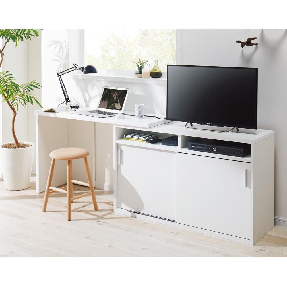 伸縮デスク&テレビ台 幅120~200cm 伸長時の使用イメージ(イ)ホワイト左デスク ※スツールは商品に含まれません。