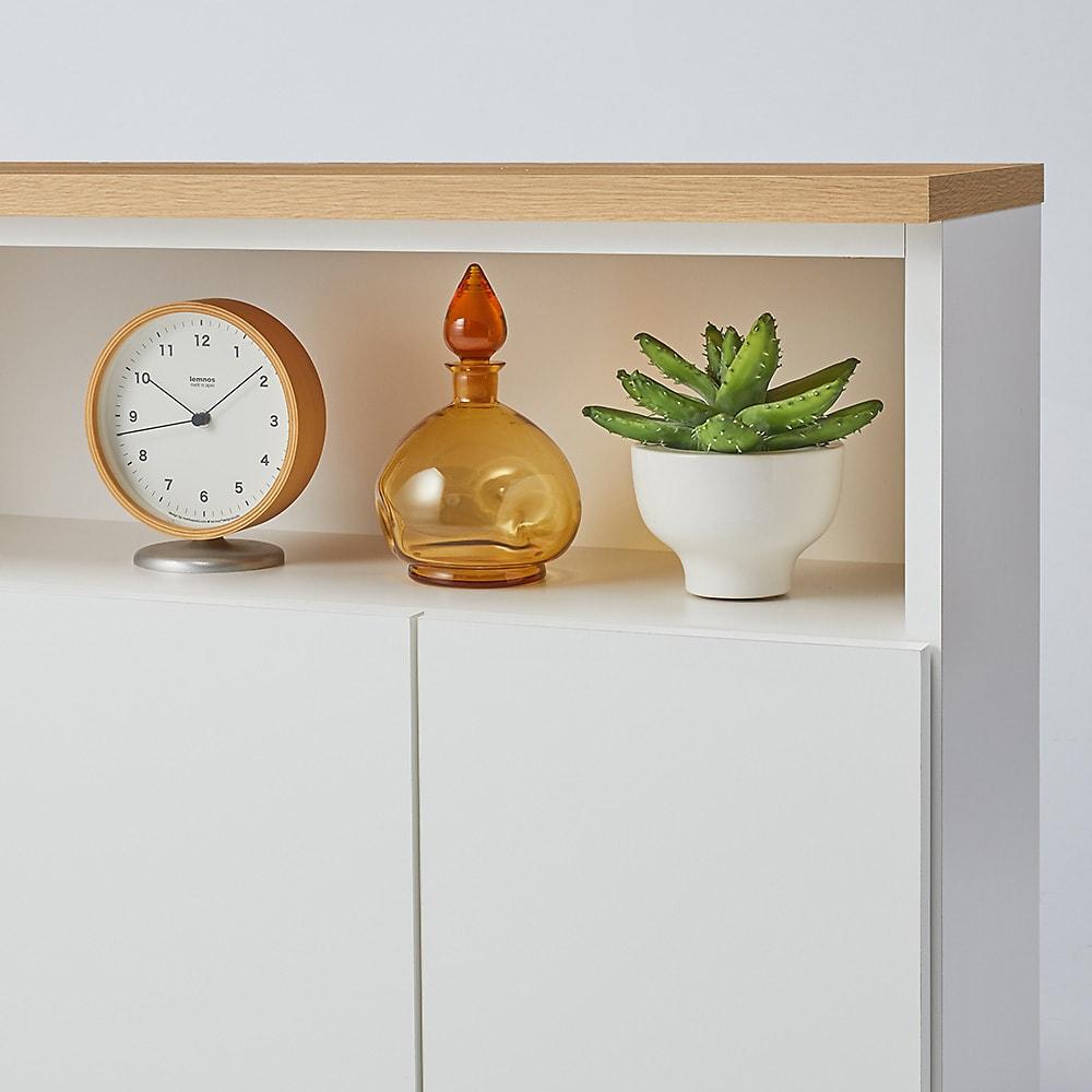 置くだけでカウンター 幅120天板奥行32cm オープン収納部は、写真たてや時計など見せたいものを展示できて便利。