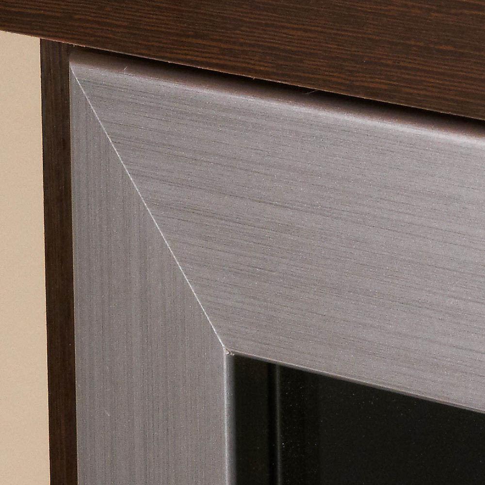 ダイニングテーブルから見やすいハイタイプテレビ台左コーナー用(左壁用) フラップ扉のフレームのシルバーがさらにモダンな印象を醸し出します。