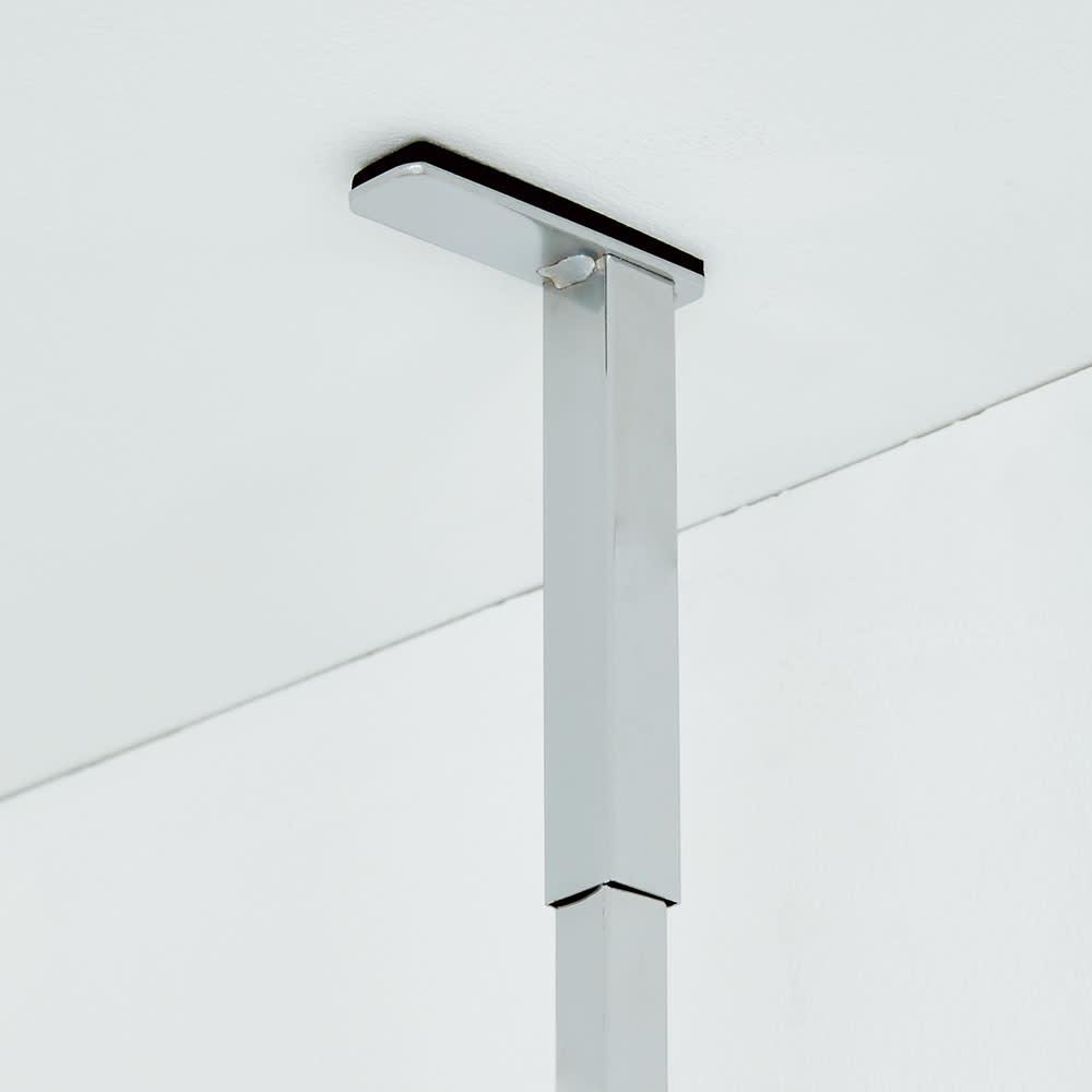 防水パンの段差対応 突っ張りランドリーラック 棚3段 突っ張り部はバネ入りで天井にしっかり固定。