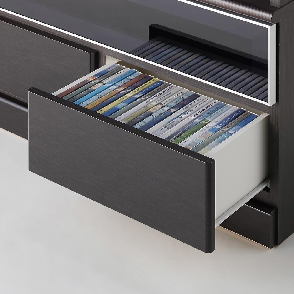LDK壁面収納(高さ200cm) テレビ台 ミドル 幅89.5cm 最下段に引き出し収納が2杯。DVDやブルーレイディスク、CD、ゲームソフト、リモコン、説明書類の収納に便利です。ストッパー付きスライドレールを採用しているため開閉もらくらくです。