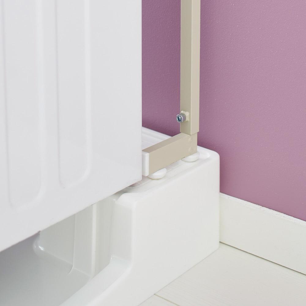 Jussila/ユッシラ ランドリーハンガーラック 棚2段カゴ2個付きタイプ 脚部を防水パンの上に載せて設置も可能。(※お届けの色とは異なります)