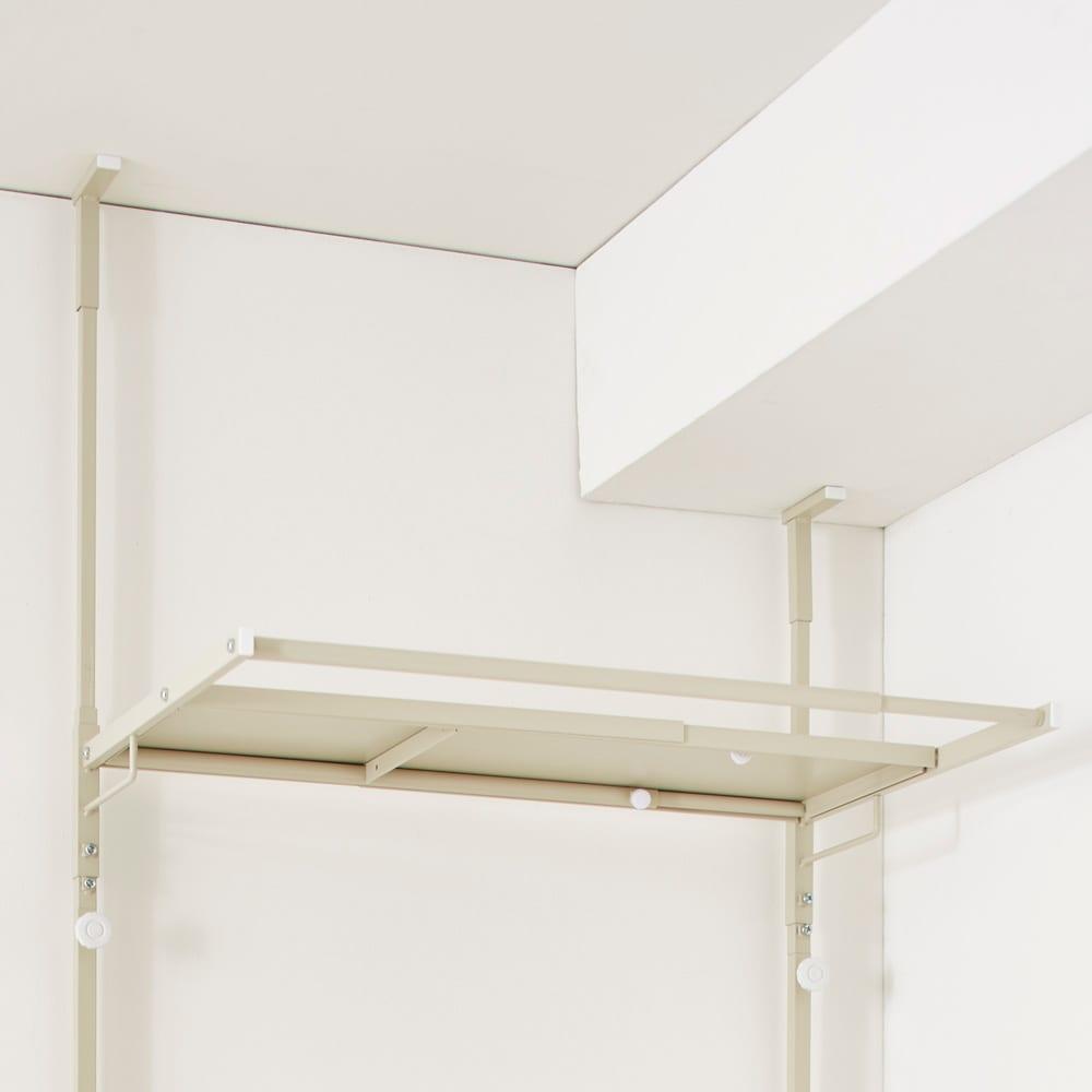 Jussila/ユッシラ ランドリーハンガーラック 棚2段カゴ2個付きタイプ 梁があっても安定して設置できる左右独立の突っ張り式。(※お届けの色とは異なります)