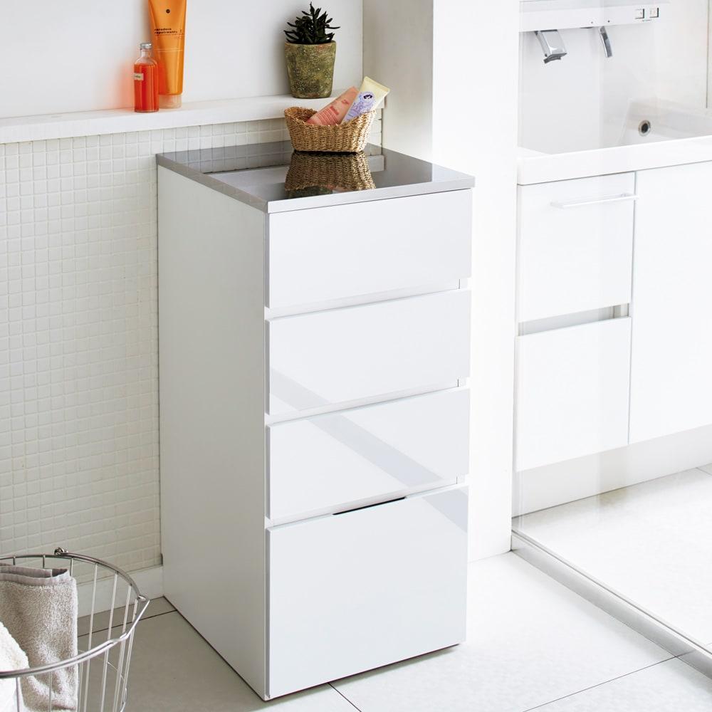 Divario(ディバリオ) すき間収納チェスト 幅35cm モダンな光沢が美しい洗面所チェスト。細部にまでこだわった丁寧な仕上げが魅力です。(※写真は幅40cmタイプ)