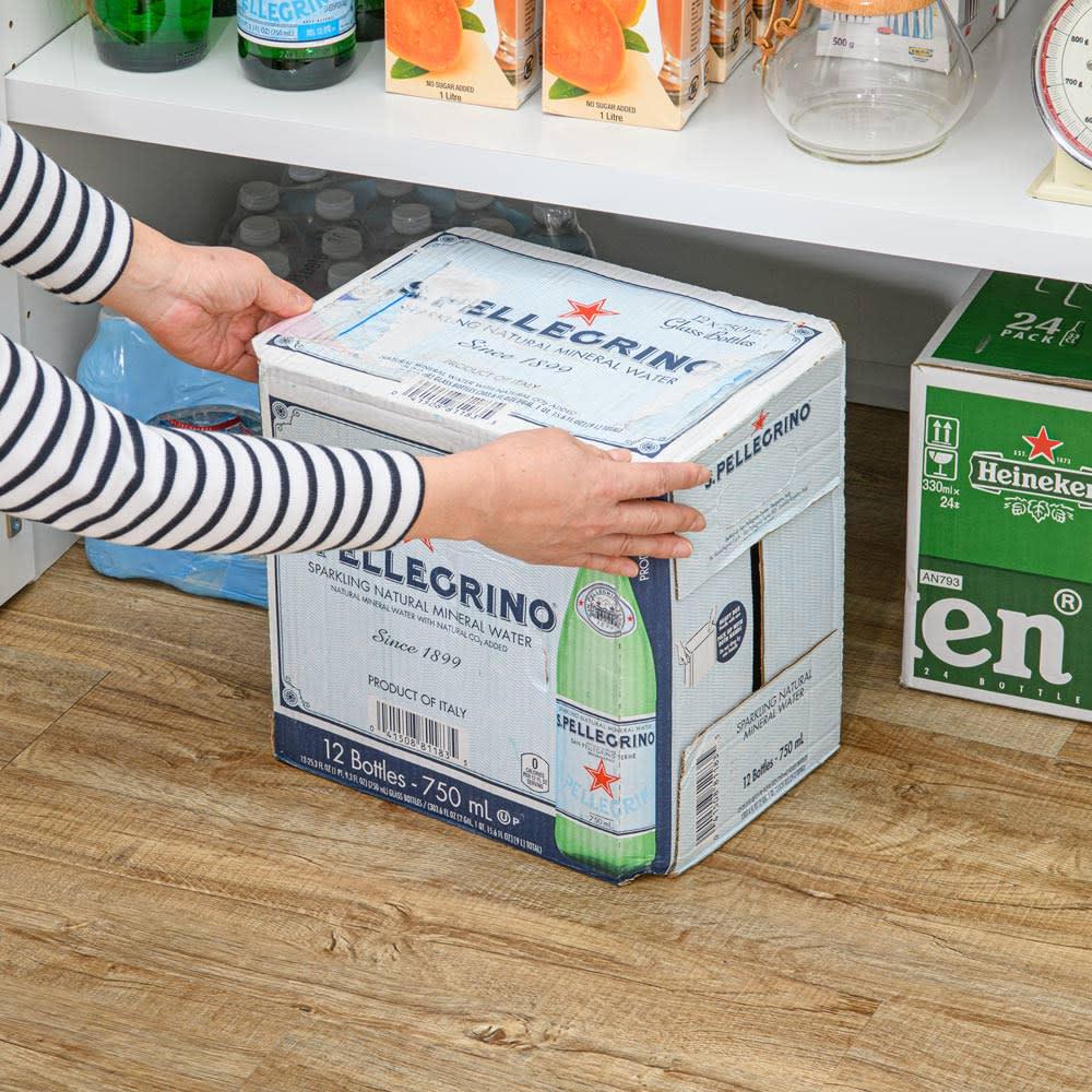 清潔に安心して使える 食器からストックまで入るキッチンパントリー収納庫 幅90奥行55cm 最下段は底板がなく重い物もスムーズに出し入れできます。