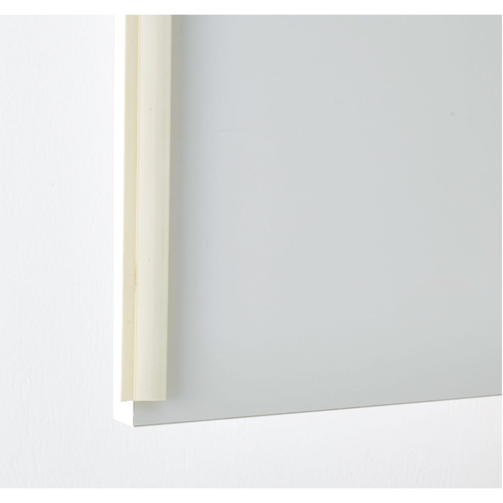 清潔に安心して使える 家電が使えるコンセント付き 多機能洗面所チェスト 幅60cm 上部の扉にはホコリが入りにくい防塵フラップを採用。収納物にやさしい仕様です。