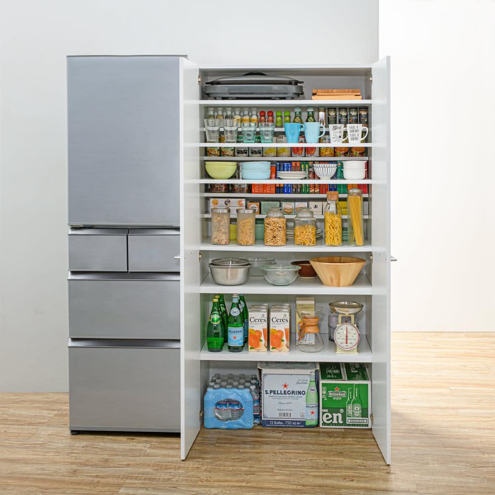 清潔に安心して使える 食器からストックまで入るキッチンパントリー収納庫 幅90奥行55cm 食器から鍋・ストックものまでひとまとめに収納!