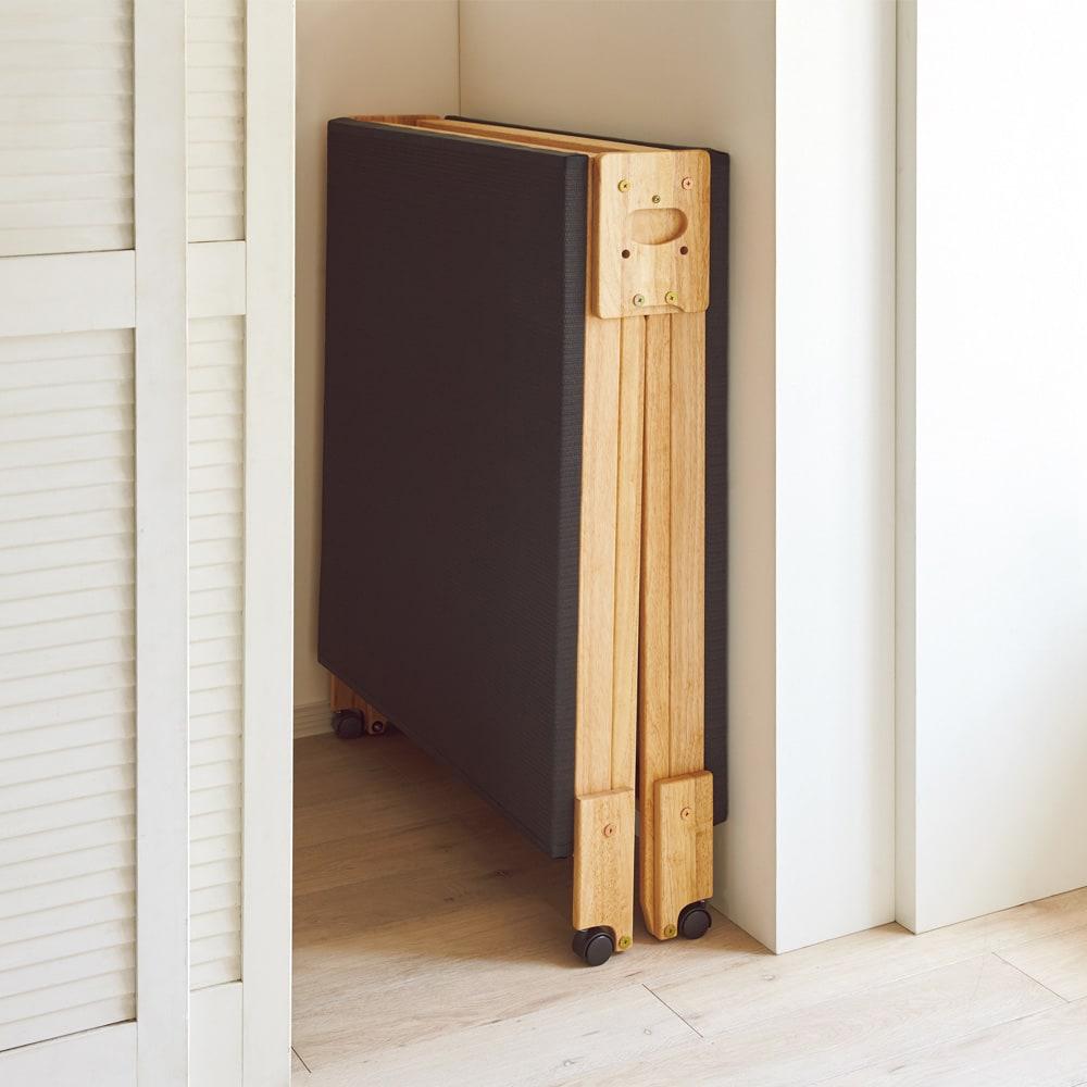 和モダン黒畳折りたたみベッド ロータイプ(高さ27cm) 折りたたみ時の幅はわずか27cm。ちょっとしたすき間に収納可能。