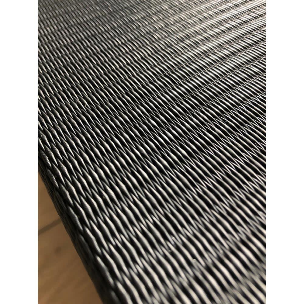 和モダン黒畳折りたたみベッド ハイタイプ(高さ40cm) 消臭や湿気などに対応した炭入りの樹脂製パイプの畳なので、一年中快適に爽やかにお使いいただけます。