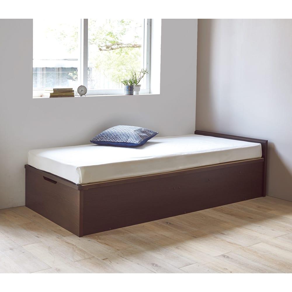 ガス圧跳ね上げベッド(西川ベッドポケットコイルマットレス付き) 棚付き【セミダブル】 コーディネート例 ※写真は棚なしシングルサイズです。