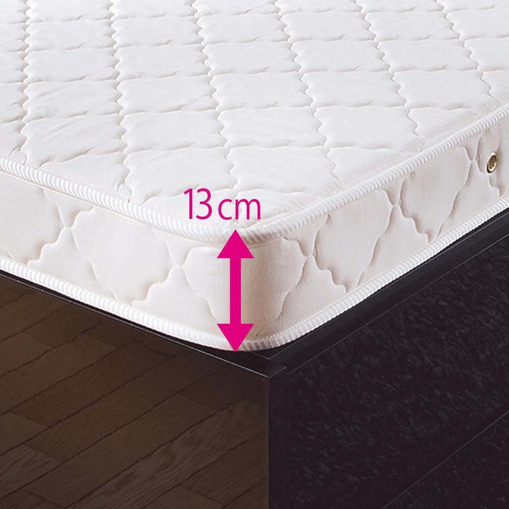 ガス圧跳ね上げベッド(西川ベッドポケットコイルマットレス付き) 棚付き【セミダブル】 厚さ13cmの薄型マットレスを採用。