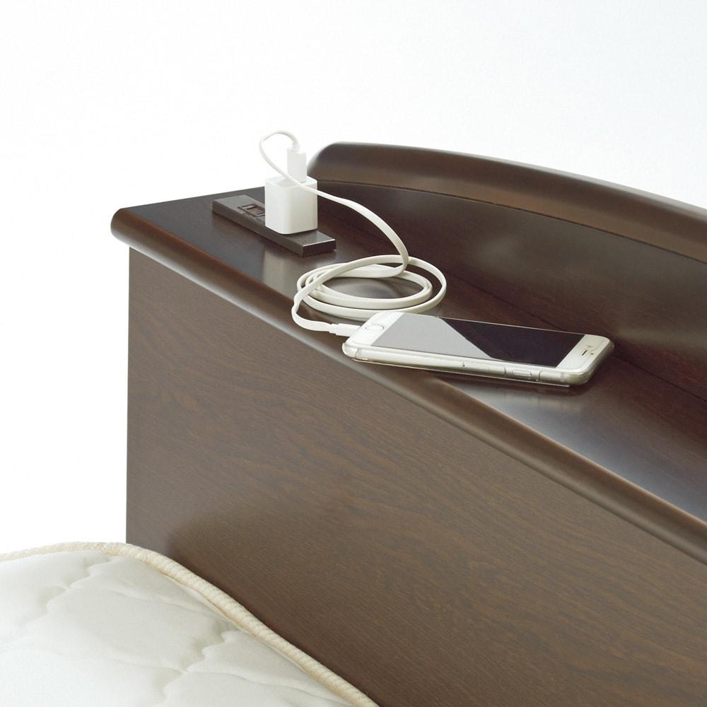 ガス圧跳ね上げベッド(西川ベッドポケットコイルマットレス付き) 棚付き【セミダブル】 棚には便利な2口コンセント(計1500W)付き。