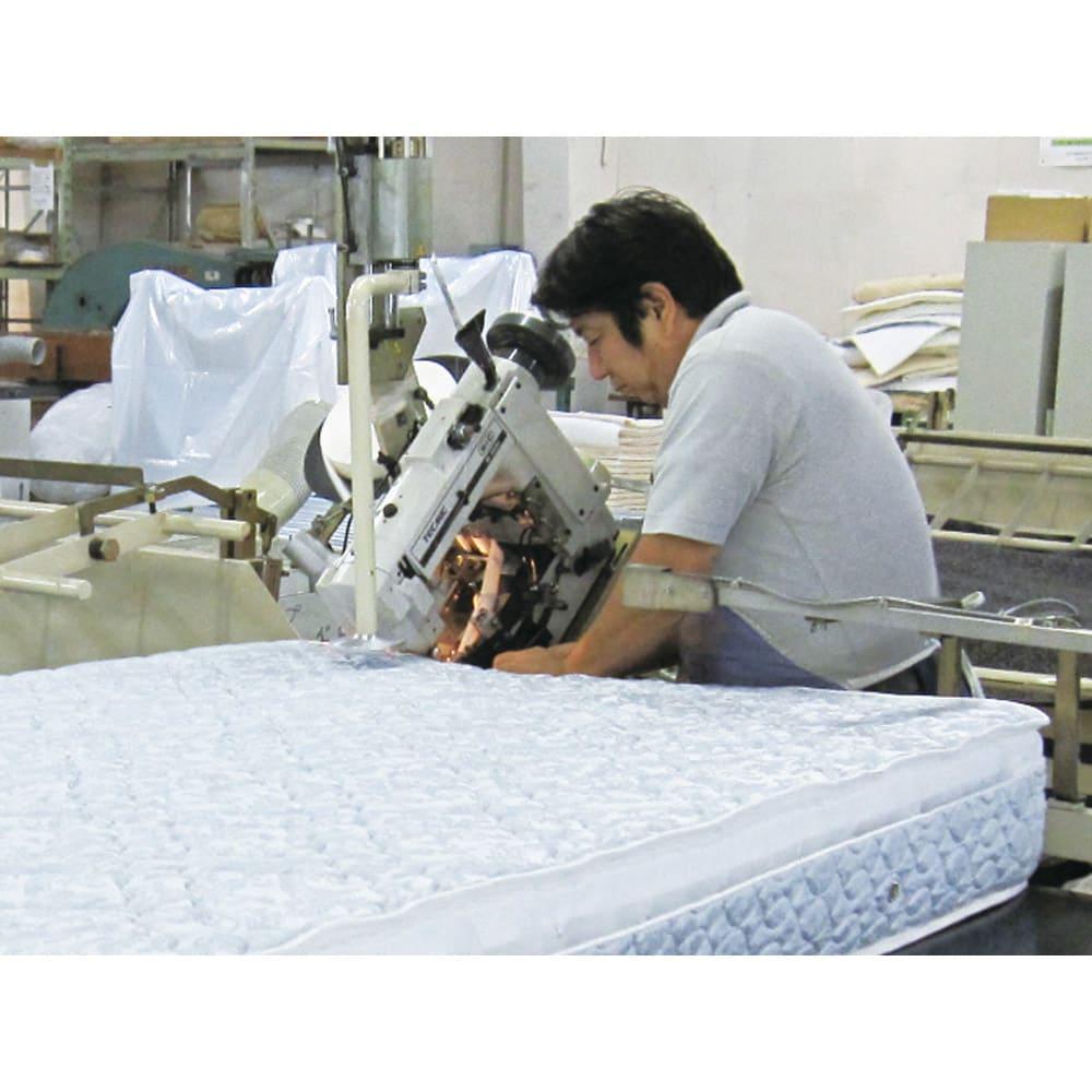 西川マットレス付き棚付省スペースベッド(ショート/レギュラー) (2)熟練の作業員が最後の縫製作業を行い製品化されます。