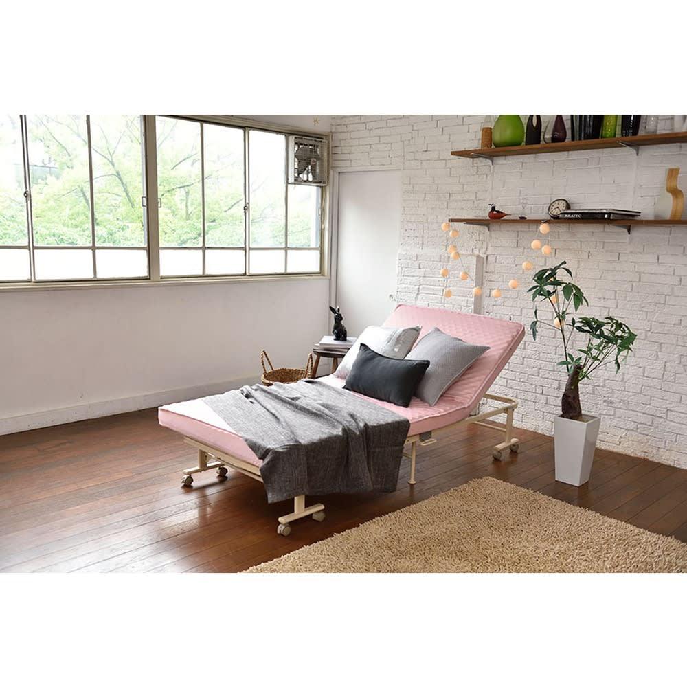 収納式リクライニングベッド
