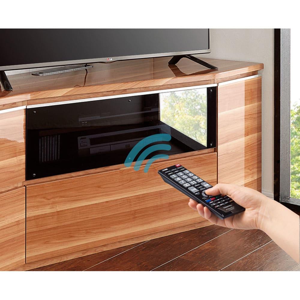 住宅事情を考えたコーナーテレビボード 幅165cm・右コーナー用(右側壁用) 扉を閉めたままでもリモコンが使えます。