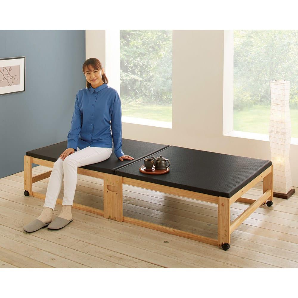 和モダン黒畳折りたたみベッド ロータイプ(高さ27cm) 使用イメージ ※写真のモデル身長:161cm