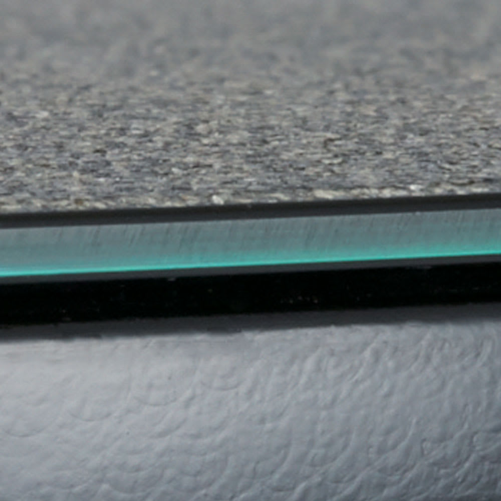 Hellen/ヘレン セラミック調サイドテーブル 角型 ブラック 天板にはキズが付きにくく汚れに強いセラミック塗装を施しています。