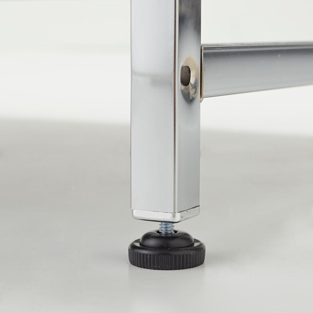 Lenato(レナート) ハンガーラック 幅62cm 脚部は1cmの高さ調節が出来るアジャスター付き。床のガタツキに対応し、しっかり設置できます。