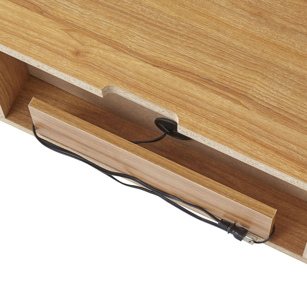 北欧風脚付き引き戸テレビボード 幅180cm 天板奥の下のスペースにはコードを巻き付けてまとめることもできます。