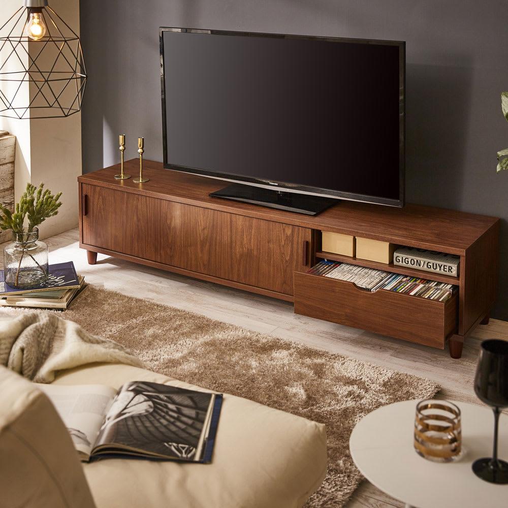 北欧風脚付き引き戸テレビボード 幅180cm (イ)ダークブラウン  木目が美しい天然木調のスライド式扉仕様のテレビボード!