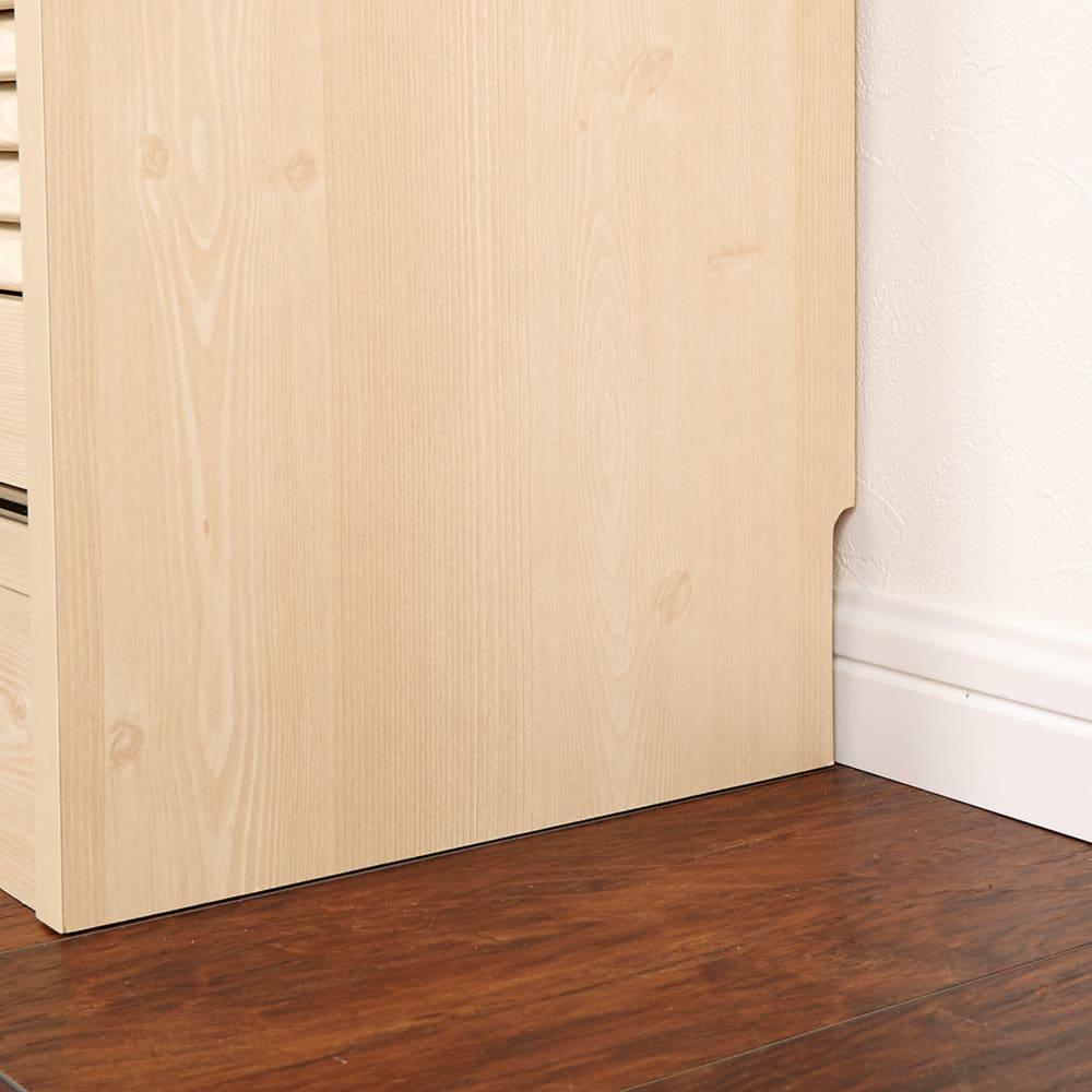 ルーバーカウンター下引き戸収納庫 引き戸・幅150cm 壁面にぴったりとすき間なく置ける幅木対応仕様(9×1cm)。
