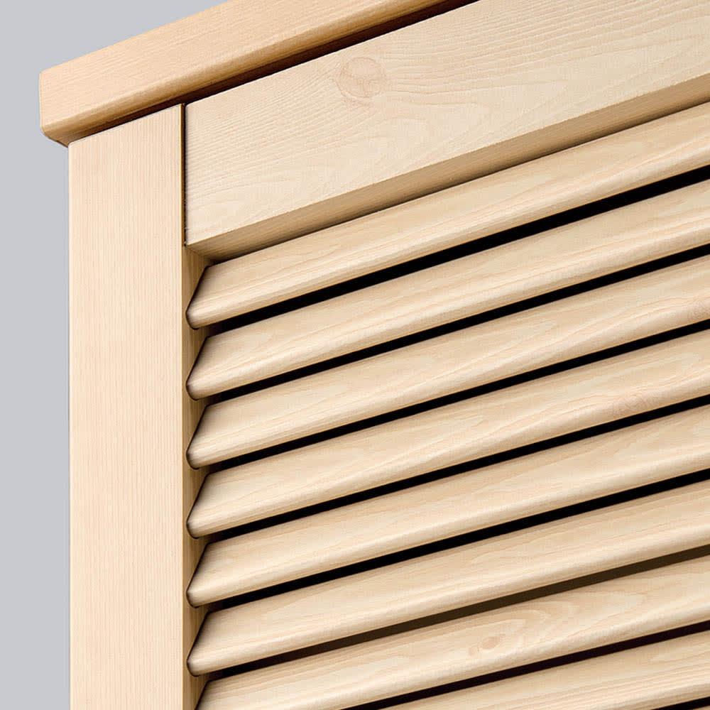 ルーバーカウンター下開き扉収納庫 3枚扉・幅90.5cm 湿気やニオイを逃すルーバー扉。軽く押すだけで開閉できるプッシュ式です。