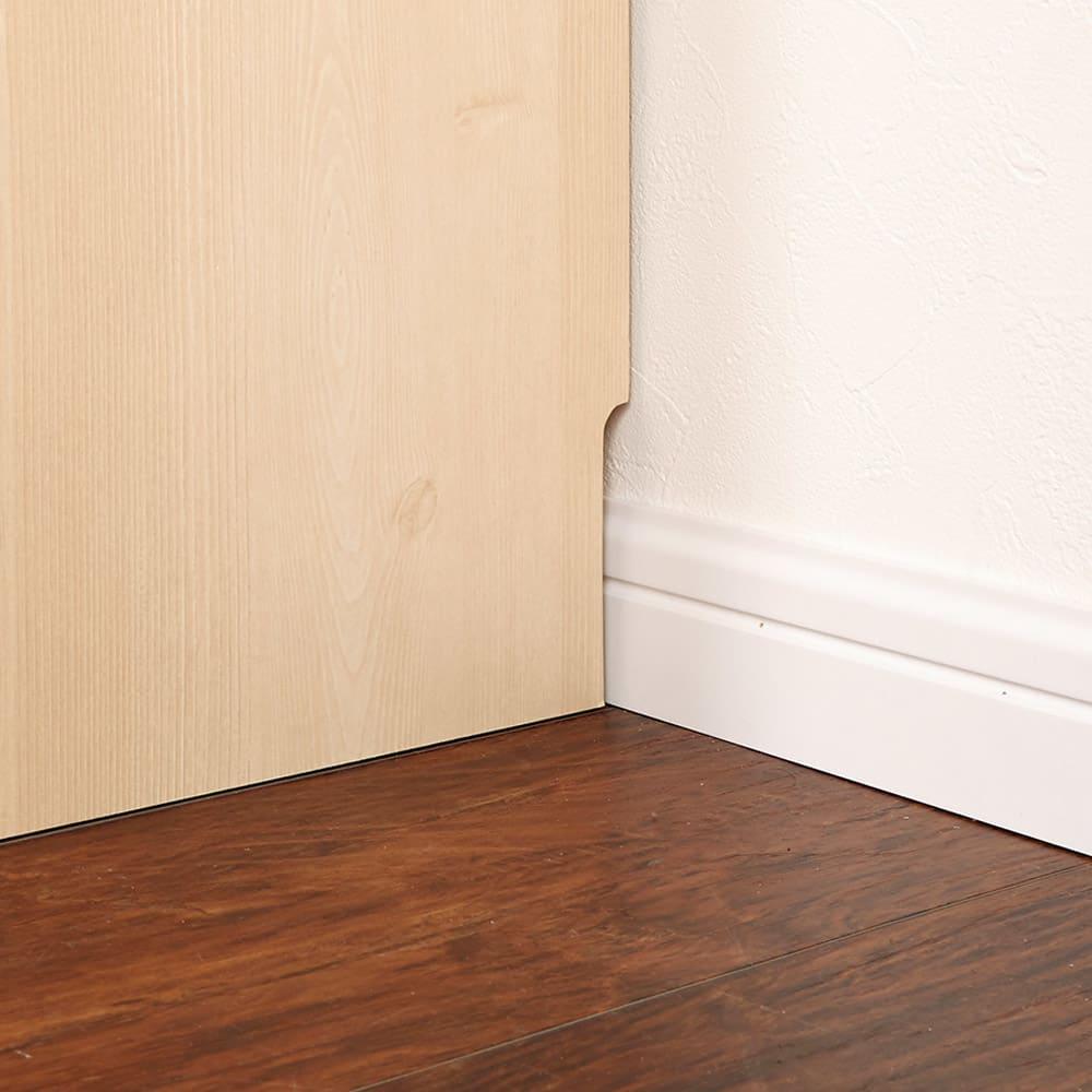 ルーバーカウンター下開き扉収納庫 5枚扉・幅150cm 壁面にぴったりとすき間なく置ける幅木対応仕様(9×1cm)。