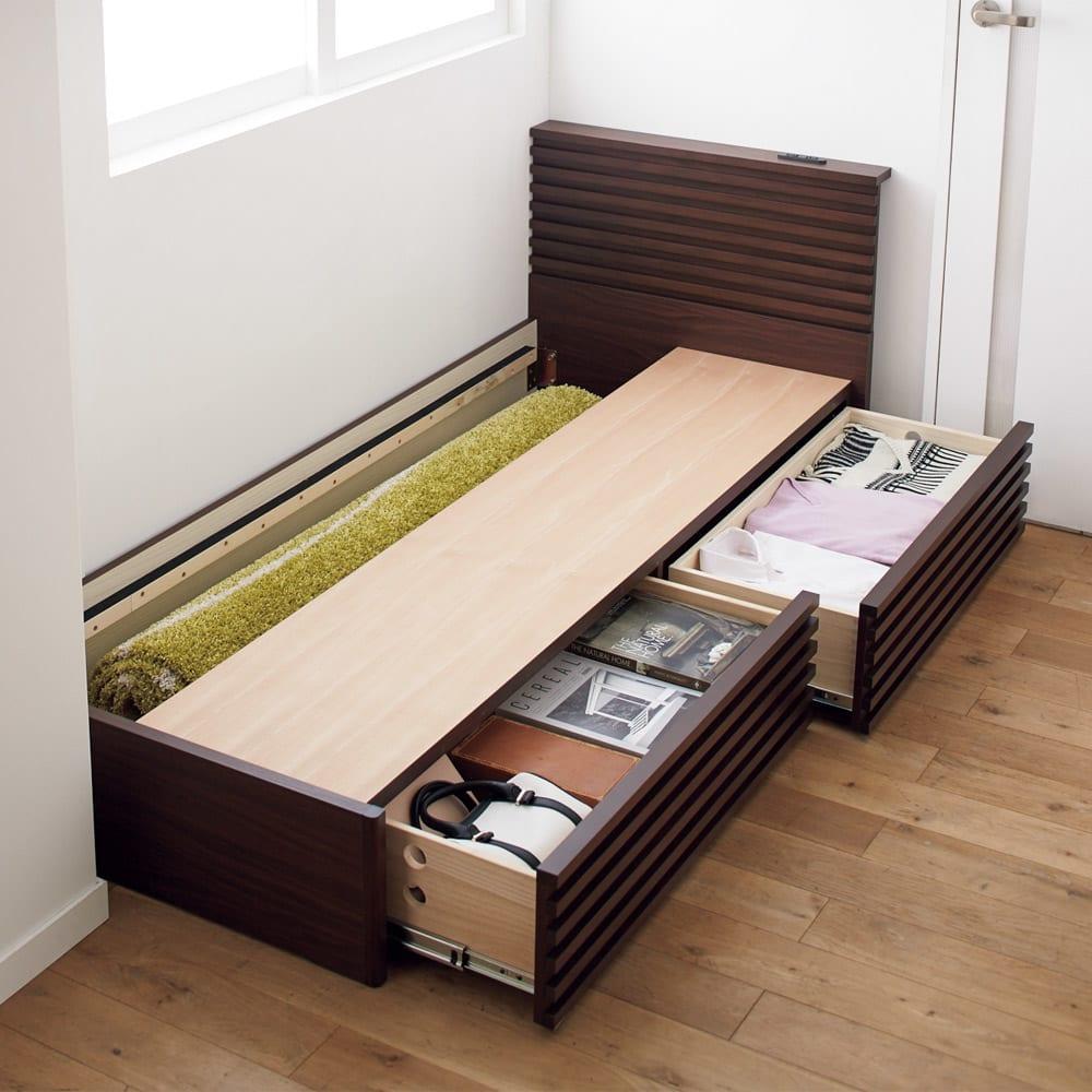 ウォルナット格子調ベッド フレームのみ ショート丈(長さ194cm) 床下の引き出しは左右どちらにも取り付けられます。引き出しの反対側スペースは、カーペットなど長物や季節家電の収納に。