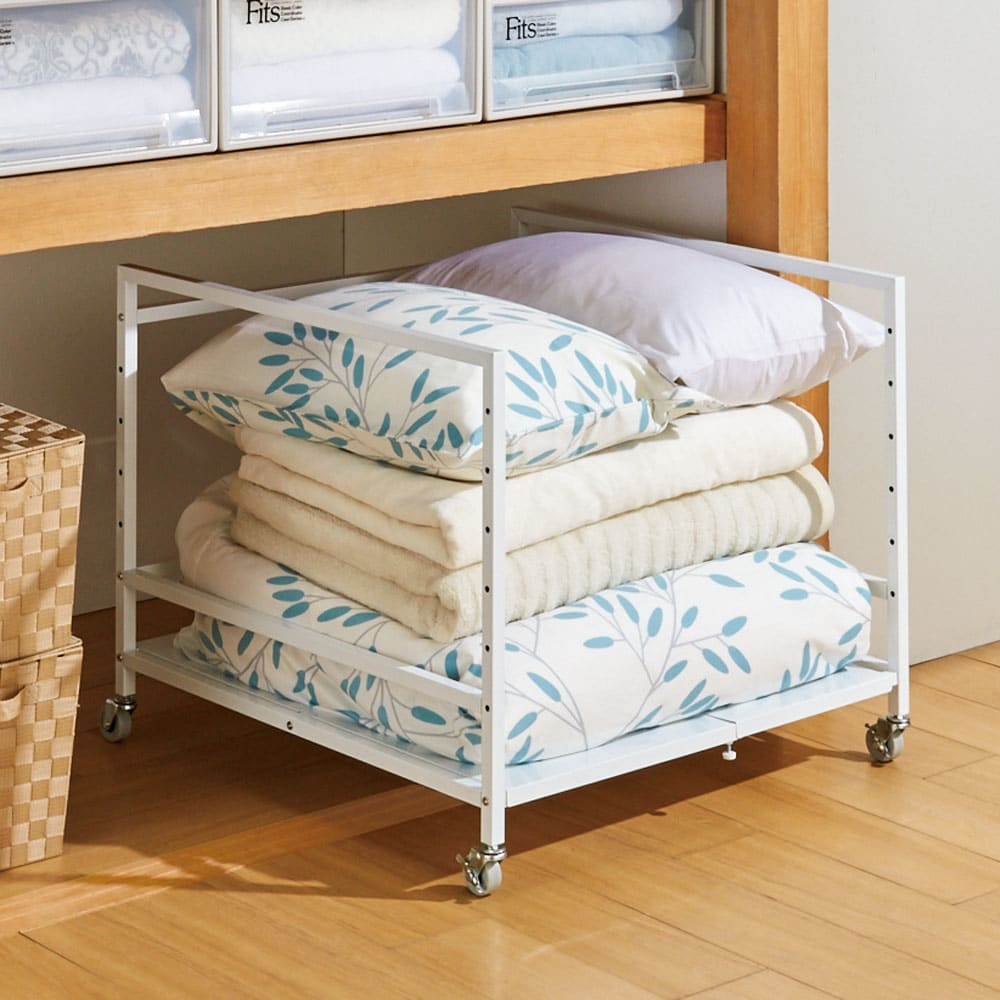 押し入れやクローゼットが使いやすくなる幅伸縮頑丈ワゴン 奥行79cm (幅最大時)棚を外せば掛け布団や枕などを収納できます。