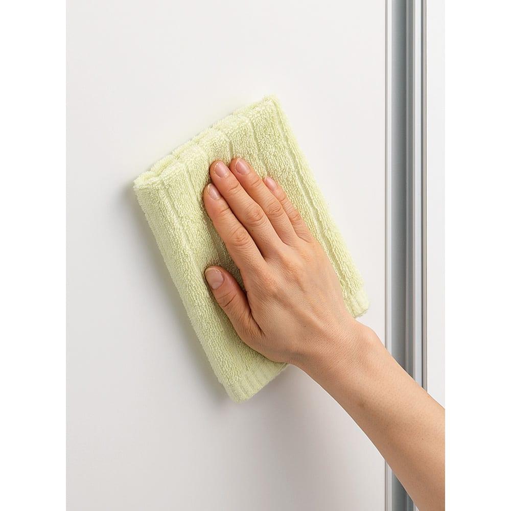 収納性が自慢の引き戸式本棚 幅120本体高さ228cm (ウ)ホワイトは汚れに強い素材(クリーンイーゴス)を採用。