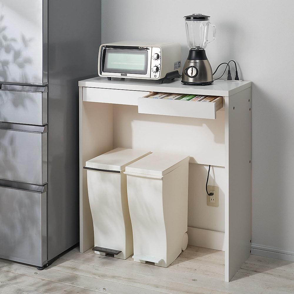 高さが選べるスタンディングデスク 幅120cm高さ90cm 使用イメージ:(ア)ホワイト ダストボックスを下にしまえばキッチン収納としても便利。 ※写真は幅90cm高さ100cmです。