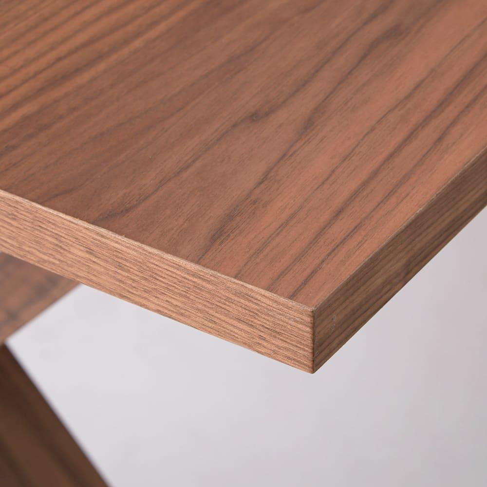 Idra/イドラ ダイニングシリーズ ダイニングテーブル 厚み3cmの天板は深みのある木目とすっきりしたフォルムが好バランス。