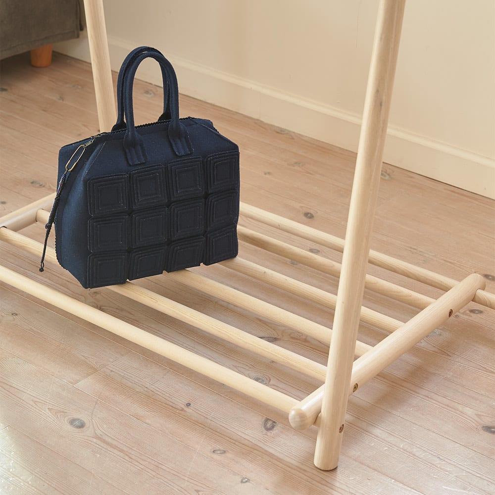 Ridge/リッジ A型天然木ハンガーラック 幅73cm 下棚はバッグなどの一時置きにも便利。