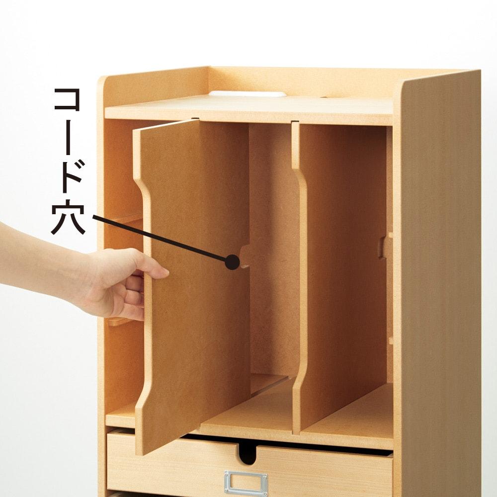 デスク上すっきりマルチワゴンシリーズ B4対応タイプ ルーターやファイルなどの収納は棚板を縦使いして。収納するものにあわせて、縦にも横にも使える棚板でかしこく収納。
