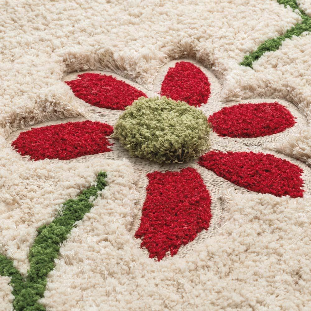 シビラ トイレタリー〈エンラサーダ〉 フタカバー・マットセット 綿素材に映える花柄で、ナチュラルな印象。