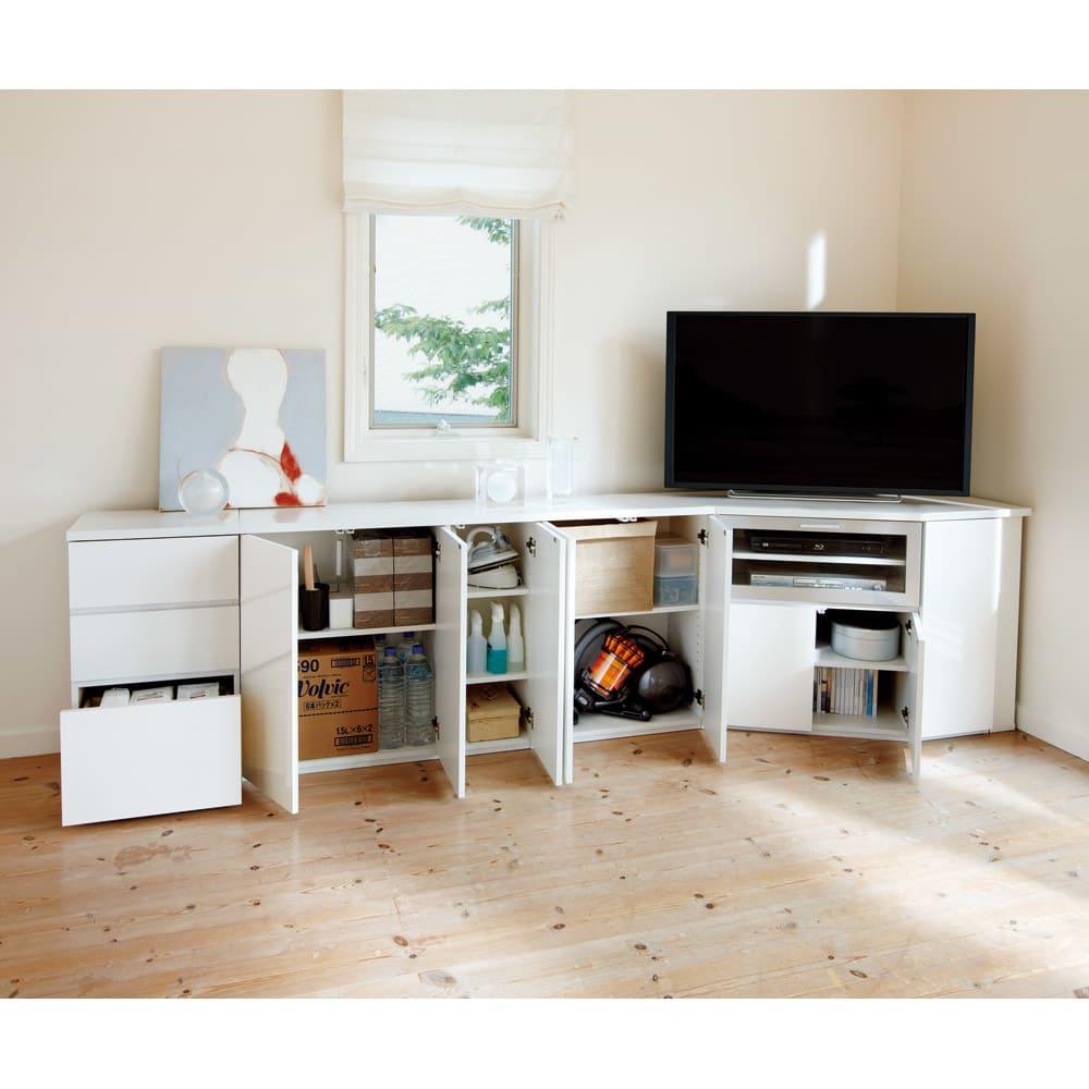 ダイニングテーブルから見やすいハイタイプテレビシリーズ 薄型キャビネット2枚扉 幅59.5cm コーディネート例。※写真は棚板1枚取り外し使用イメージ