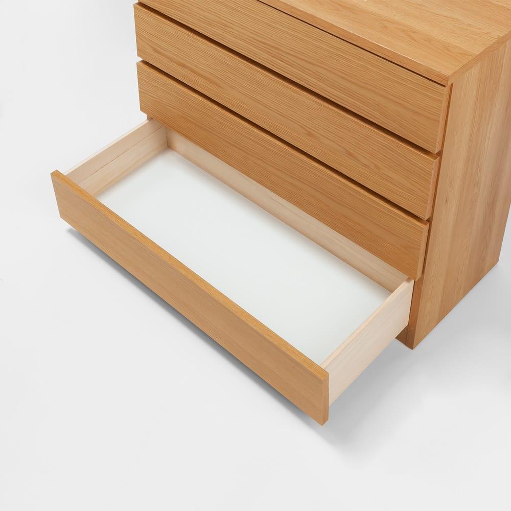 オーク天然木突板の国産多段チェスト 幅90.5cm・4段 高さ79.5cm 引き出しの底板は化粧仕上げ。衣類にやさしい作りです。